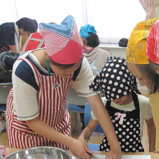 地域の子供達の料理教室の様子