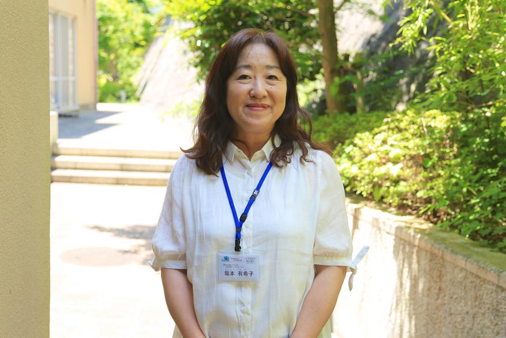 女性スタッフの写真